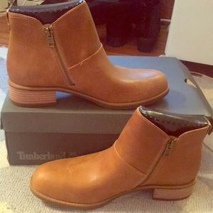 BRAND NEW IN BOX WOMEN'S TIMBERLAND CHELSEA BOOTS!